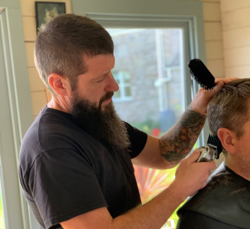 Barber cutting a man's hair